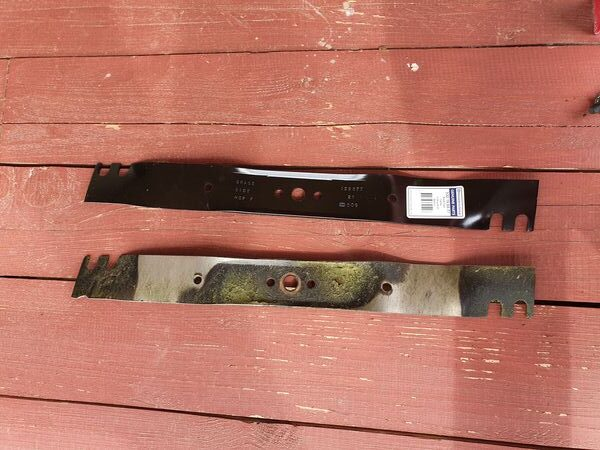 The new and old knife for the lawnmower