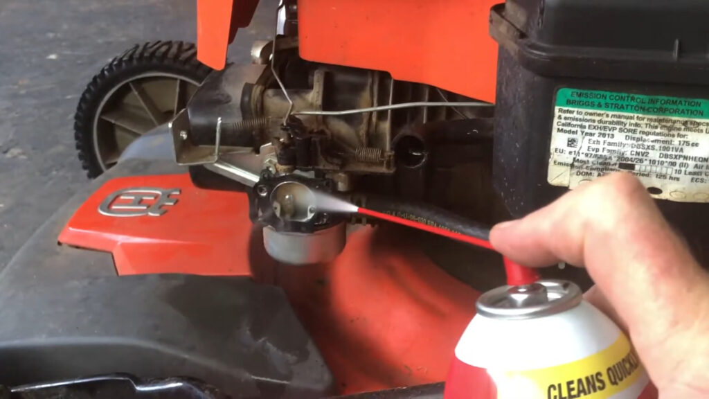 Cleaning the carburator
