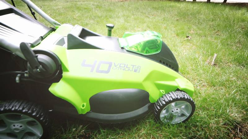 Greenworks G-MAX 40V 16'' Cordless Lawn Mower with 4Ah Battery - 25322 review